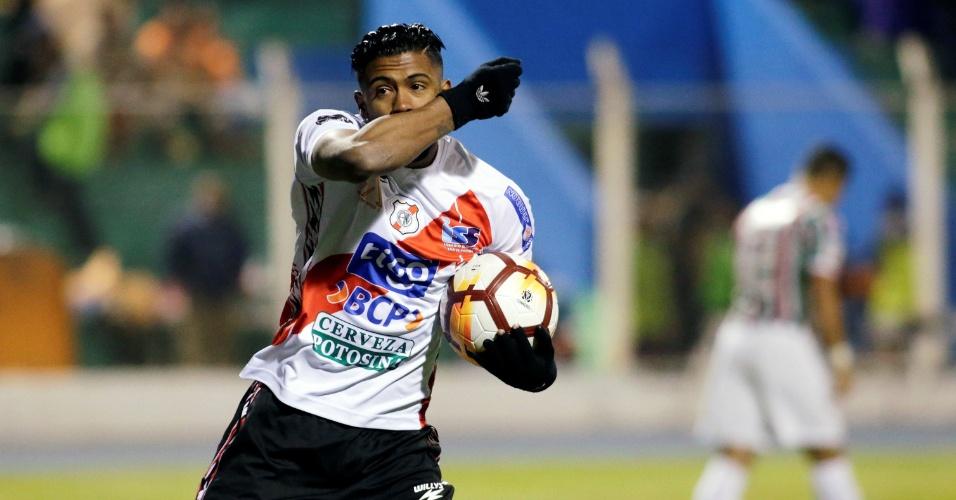 Harold Reina comemora gol do Nacional Potosí contra o Fluminense na Copa Sul-Americana
