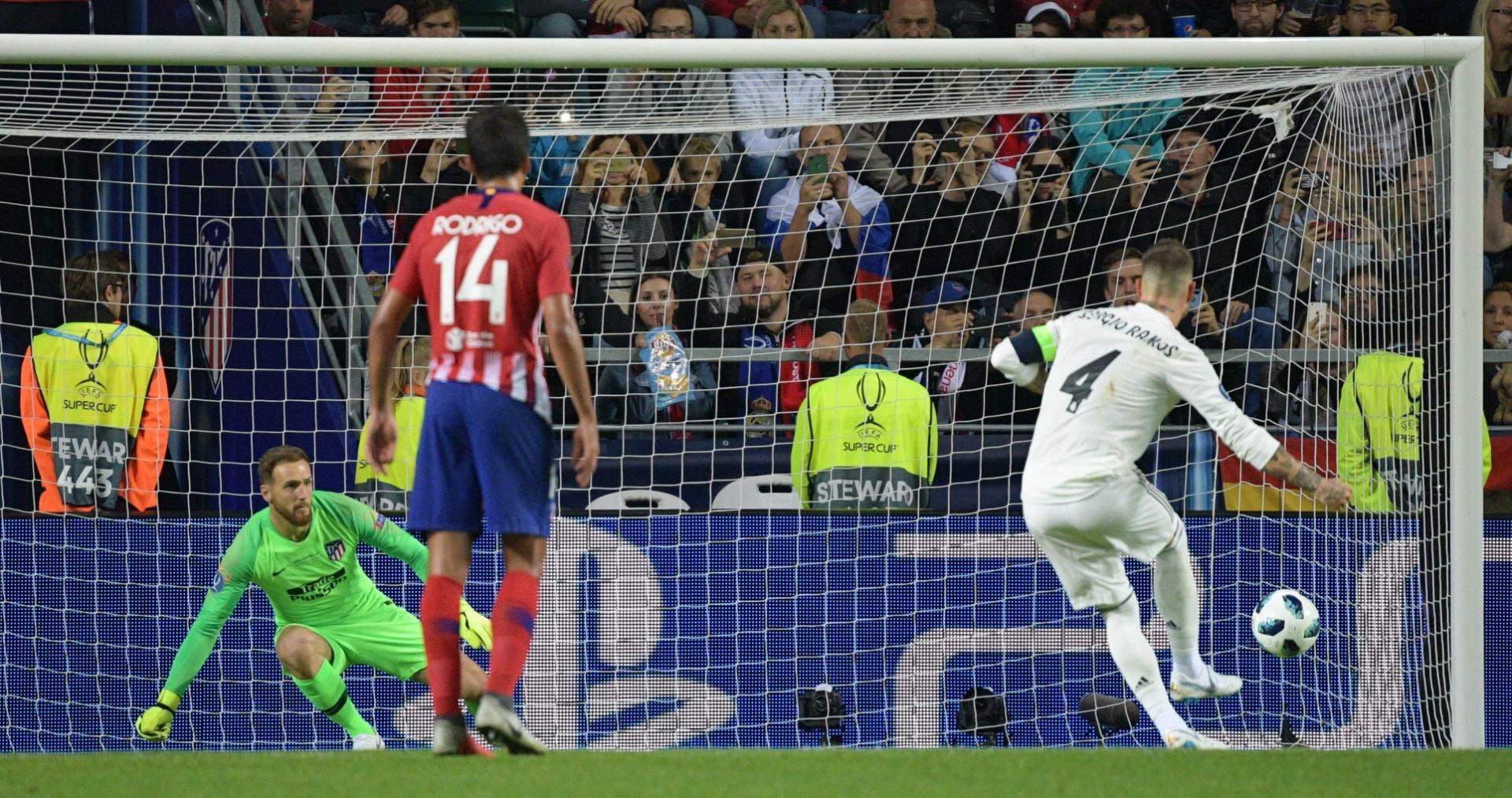 Sergio Ramos cobra pênalti e vira para o Real Madrid diante do Atlético na Supercopa da Europa