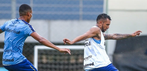 Meia-atacante argentino atuou pela última vez em outubro e tem encarado treinos intensos - Lucas Uebel/Grêmio