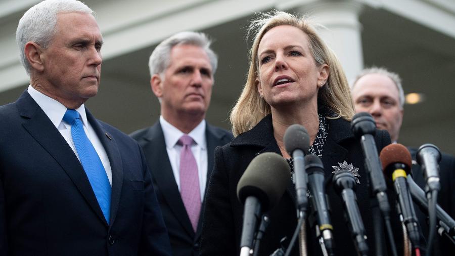 """""""Estamos nos assegurando de que estes criminosos não usem estes eventos (em referência ao Super Bowl) para a exploração dos mais vulneráveis entre nós"""", disse Kirstjen Nielsen, secretária de Segurança Nacional dos EUA (foto) - Saul Loeb/AFP"""