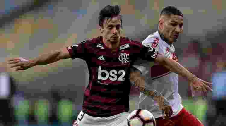 Rodrigo Caio e Guerrero, durante partida entre Flamengo e Internacional -     Thiago Ribeiro/AGIF -     Thiago Ribeiro/AGIF