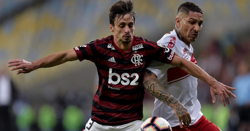 Rodrigo Caio e Guerrero, durante partida entre Flamengo e Internacional