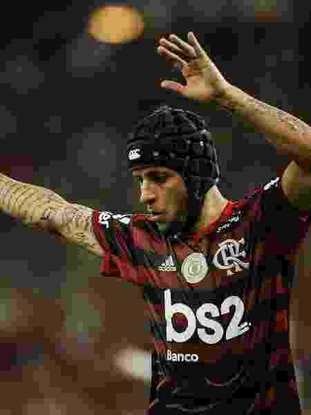Rafinha comemora um dos gols do Flamengo sobre o Vasco em clássico - Allan Carvalho/AGIF