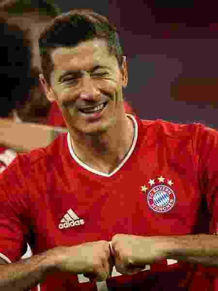 Lewandowski comemora gol do Bayern de Munique contra o Schalke 04 - Alexander Hassenstein/Getty Images