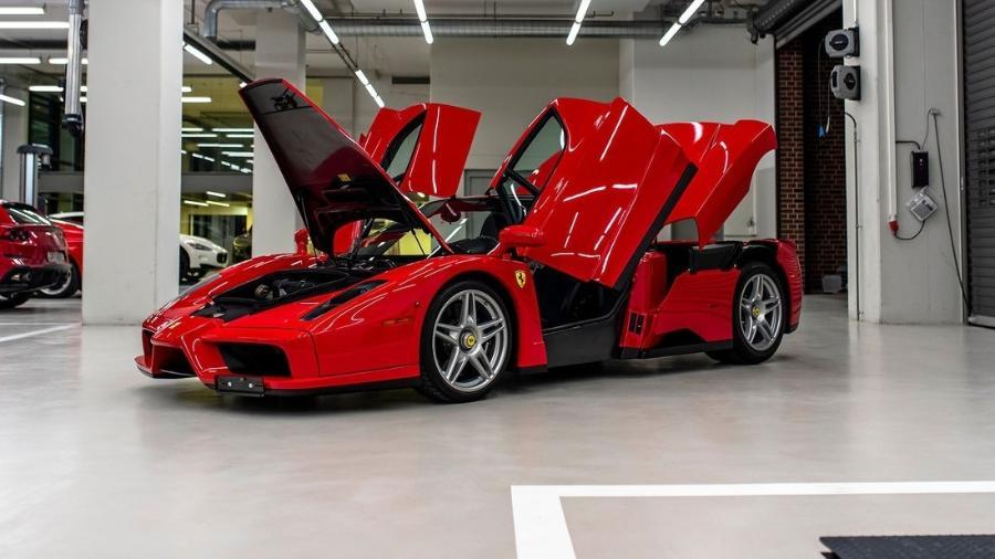 Ferrari Enzo é um dos carrões colocados à venda por Sebastian Vettel  - Reprodução