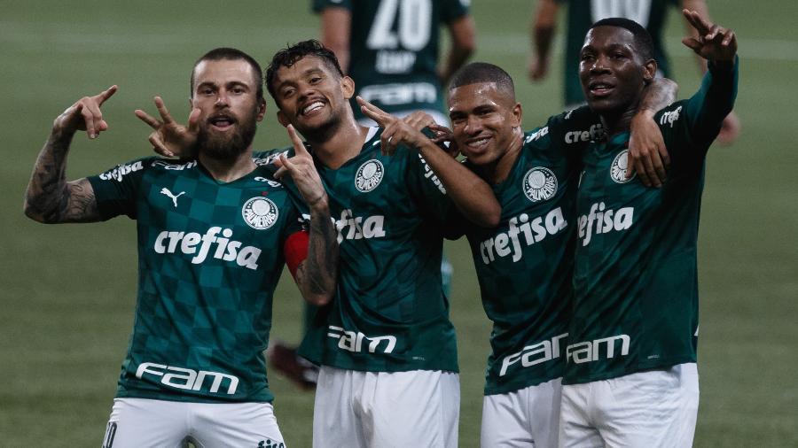 Jogadores do Palmeiras comemoram gol na partida contra o São Caetano, pelo Campeonato Paulista - Ettore Chiereguini/AGIF