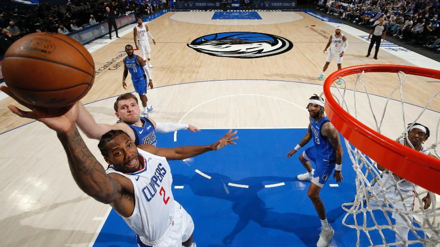 Kawhi Leonard, durante o jogo 6 entre Los Angeles Clippers e Dallas Mavericks - Jeff Haynes/NBAE via Getty Images
