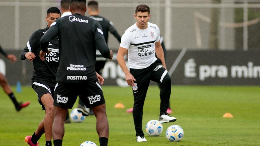 Alex deixou de ser coordenador das categorias de base para ser auxiliar técnico da equipe principal do Corinthians. - Rodrigo Coca/Agência Corinthians