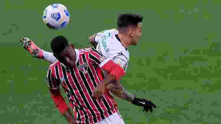 Léo e Mosquito, durante a partida entre Corinthians e São Paulo - Marcello Zambrana/AGIF - Marcello Zambrana/AGIF