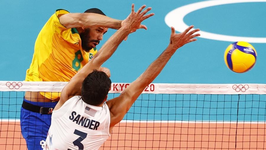 30.jul.2021 - Brasileiro Wallace do vôlei em ação em partida contra os EUA - Carlos Garcia Rawlins/Reuters