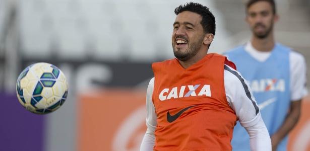 Edilson, lateral do Corinthians, deve assinar por três temporadas com Grêmio