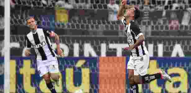 Dodô comemora o gol do Figueirense contra o Corinthians - Mauro Horita/AGIF - Mauro Horita/AGIF