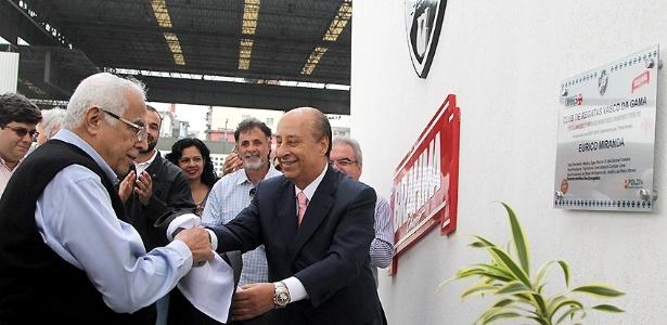 Del Nero (dir.) inaugura centro de saúde do Vasco ao lado de Eurico Miranda (esq.)