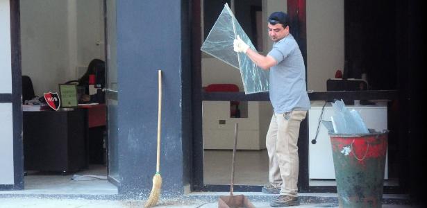 Vidros e janelas foram destruídos pela explosão. - Xinhua/José Granata