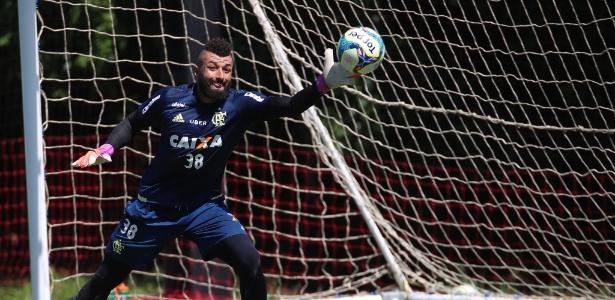 Alex Muralha virou o principal alvo dos torcedores do Fla, insatisfeitos com o time