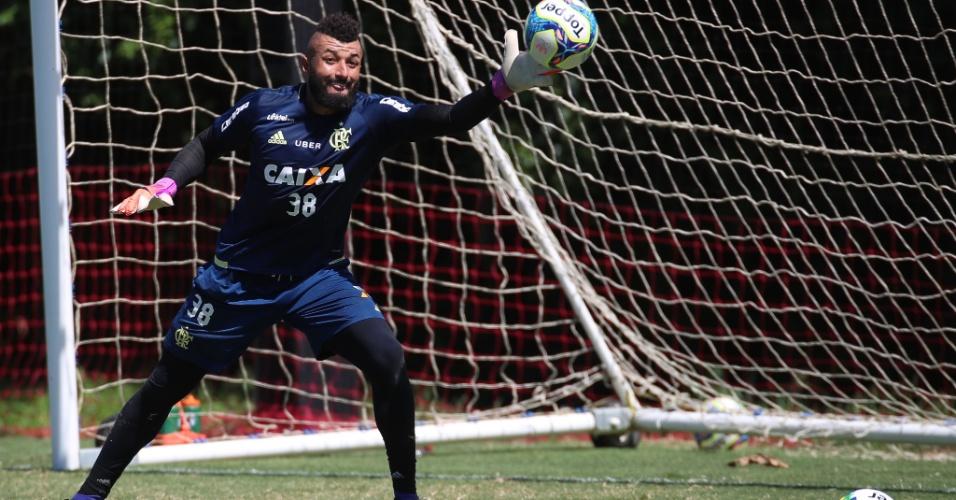O goleiro Alex Muralha treina com o Flamengo no CT Ninho do Urubu