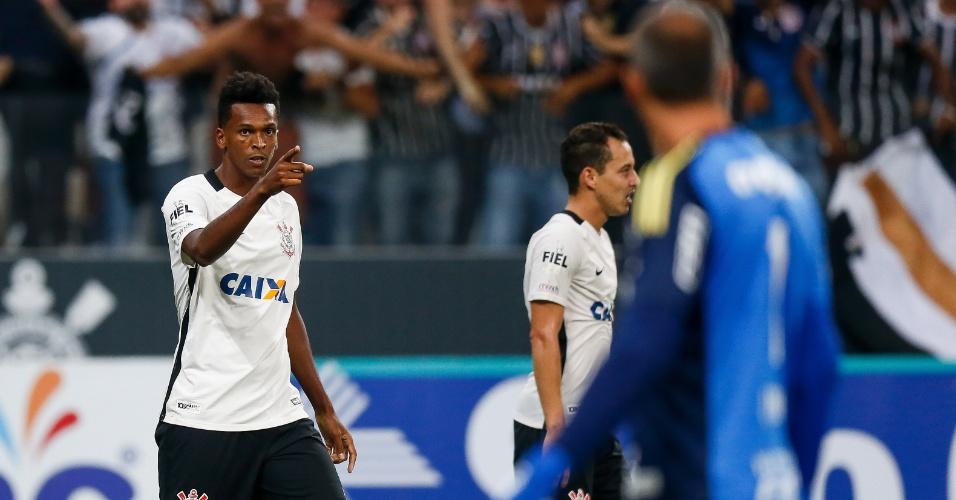 Jô comemora gol do Corinthians que deu a vitória ao Palmeiras
