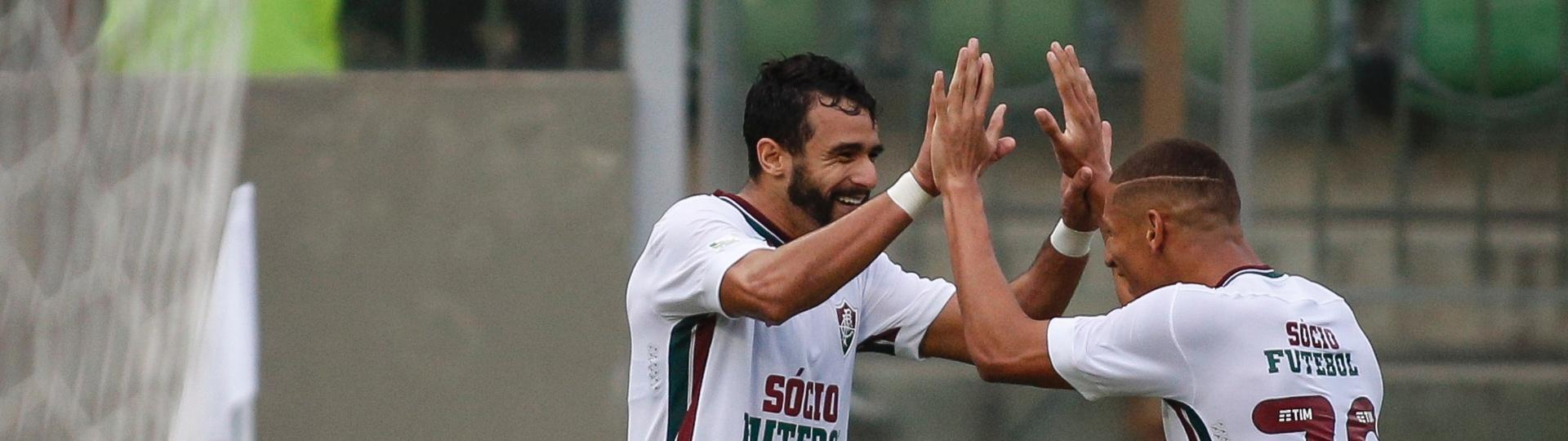 Henrique Dourado e Richarlison comemoram gol do Fluminense contra o Atlético-MG