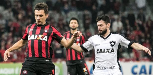 Paulo André em ação pelo Atlético: cena poderá se repetir na temporada 2018