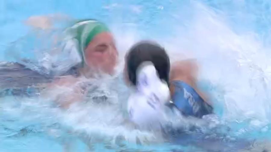 Brasileira reage e agride adversária com um soco - Reprodução Sportv