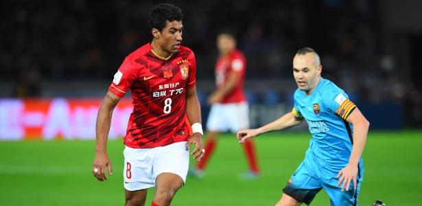 Um dos jogos entre Paulinho e Iniesta ocorreu na semifinal do Mundial de Clubes de 2015