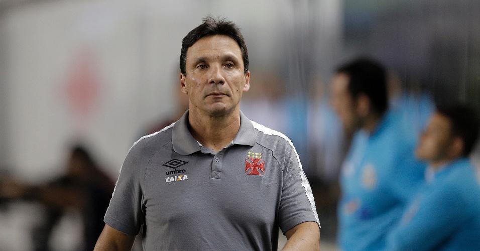 O técnico Zé Ricardo orienta o Vasco em jogo contra o Santos pelo Campeonato Brasileiro