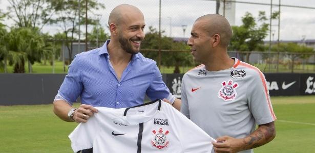 Alessandro na apresentação de Sheik; gerente pode sair caso Andrés seja eleito - Daniel Augusto Jr. / Ag. Corinthians