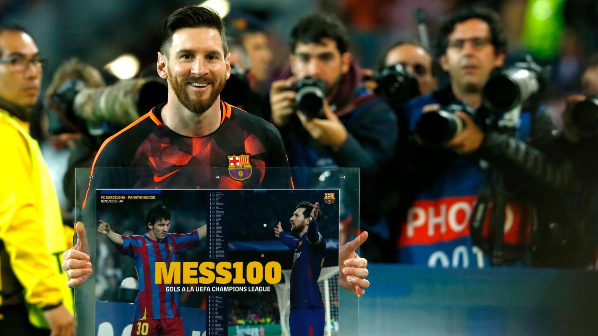 Messi é homenageado antes da partida pelo 100º gol na Liga dos Campeões