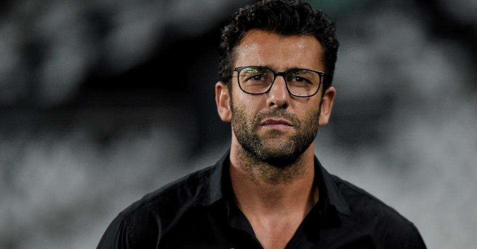 Alberto Valentim, técnico do Botafogo, pouco antes do duelo contra o Atlético-PR pelo Brasileirão