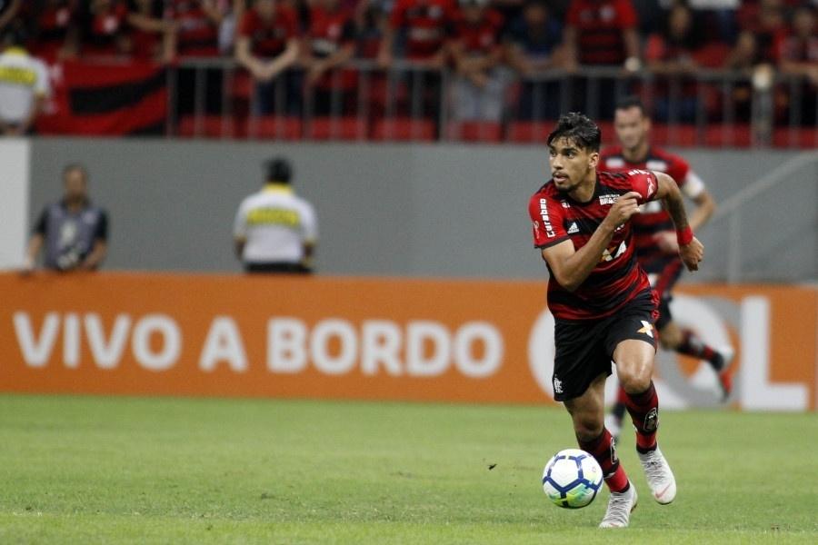 Paquetá corre durante clássico entre Flamengo e Vasco