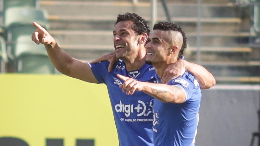 Fred e Egídio comemoram gol do Cruzeiro durante partida contra o America-MG pelo campeonato Estadual 2019 - Thomás Santos/AGIF