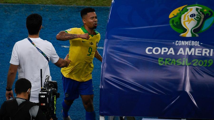 Gabriel Jesus dá soco na cabine do VAR após ser expulso na final contra o Peru - Mauro Pimentel/AFP