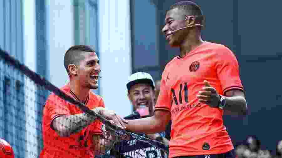 Mbappé e Verratti apresentam uniforme do PSG - Reprodução/PSG