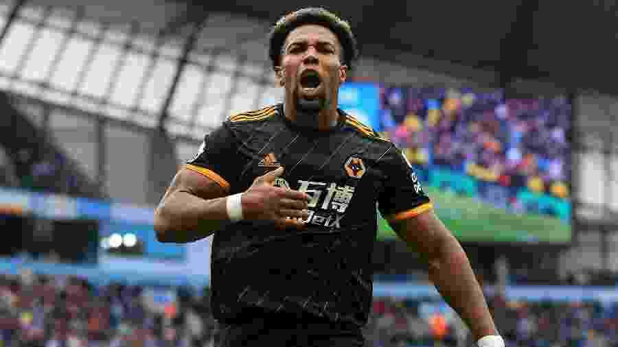 Adama Traoré comemora seu gol pelo Wolverhampton - Lindsey Parnaby / AFP