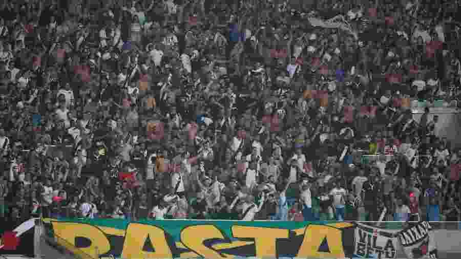 Torcida do Vasco compareceu em pequeno número no clássico com o Flamengo, mas fez barulho no Maracanã - Rafael Ribeiro / Vasco