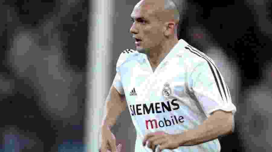 Raúl Bravo, em ação pelo Real Madrid, clube que defendeu durante a maior parte da carreira - Efe