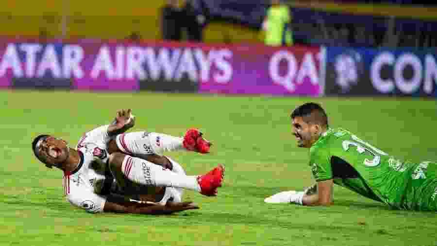 Bruno Henrique grita de dor depois de choque com o goleiro em lance do gol do Flamengo - Alexandre Vidal/Flamengo