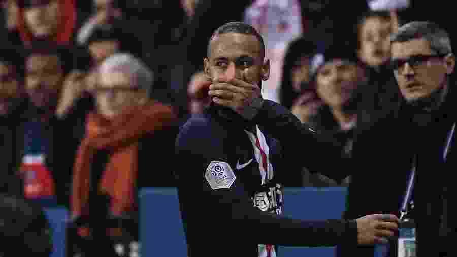 23.fev.2020 - Neymar reagindo à expulsão em partida entre PSG e Bordeaux - Franck Fife / AFP