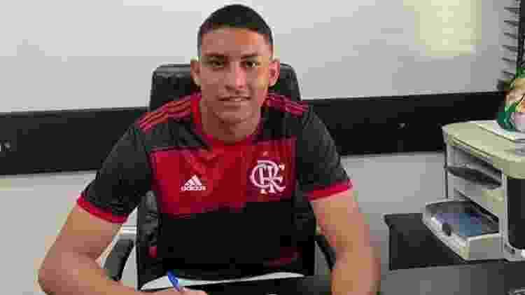 Francisco Dyogo, sobrevivente do incêndio no Ninho, assinou contrato profissional com o Flamengo - Reprodução Instagram - Reprodução Instagram