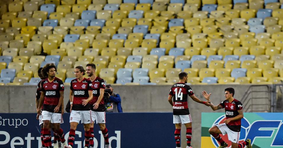 Pedro, do Flamengo, comemora seu gol na partida contra o Boavista pelo Carioca