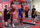 Russo quebra as duas pernas tentando levantar 400 quilos