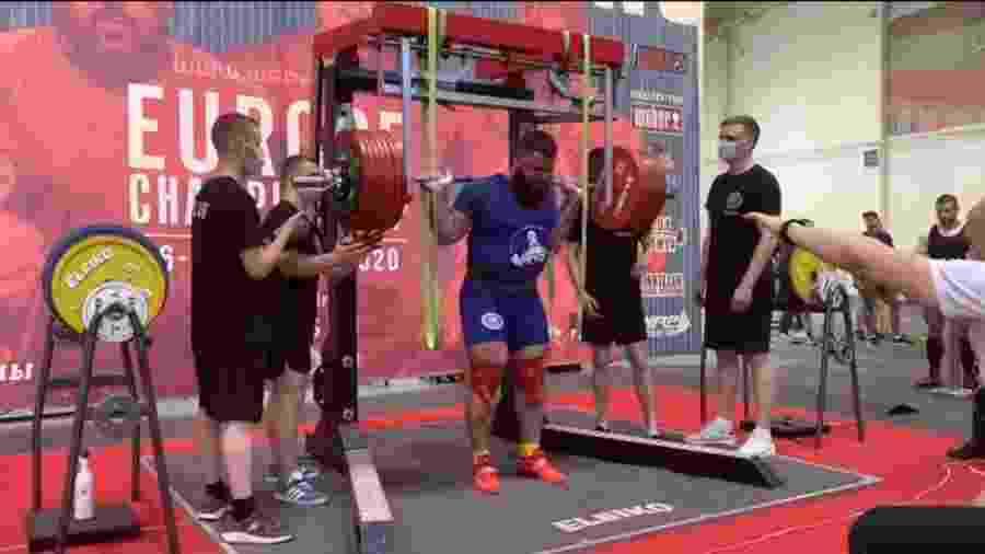 Russo tem lesão grave ao tentar levantar 400 quilos - Reprodução/Youtube