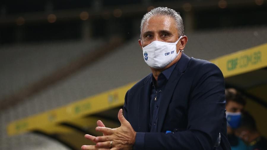 Tite, técnico da seleção brasileira, durante a partida contra a Bolívia - Buda Mendes/Getty Images