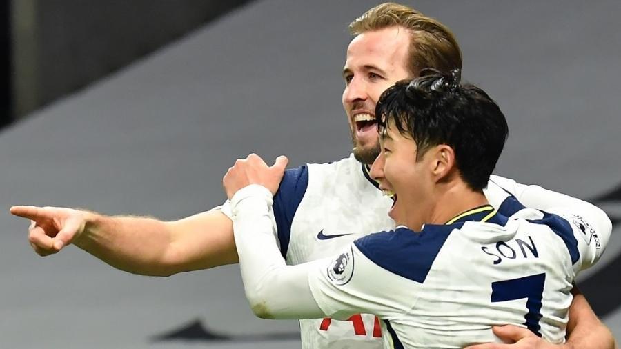 Harry Kane e Son Heung-Min comemoram gol do Tottenham diante do Arsenal pela Premier League - Glyn Kirk/AFP