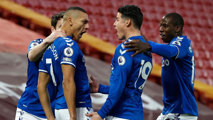 Richarlison comemora gol do Everton contra o Liverpool - PHIL NOBLE / POOL / AFP