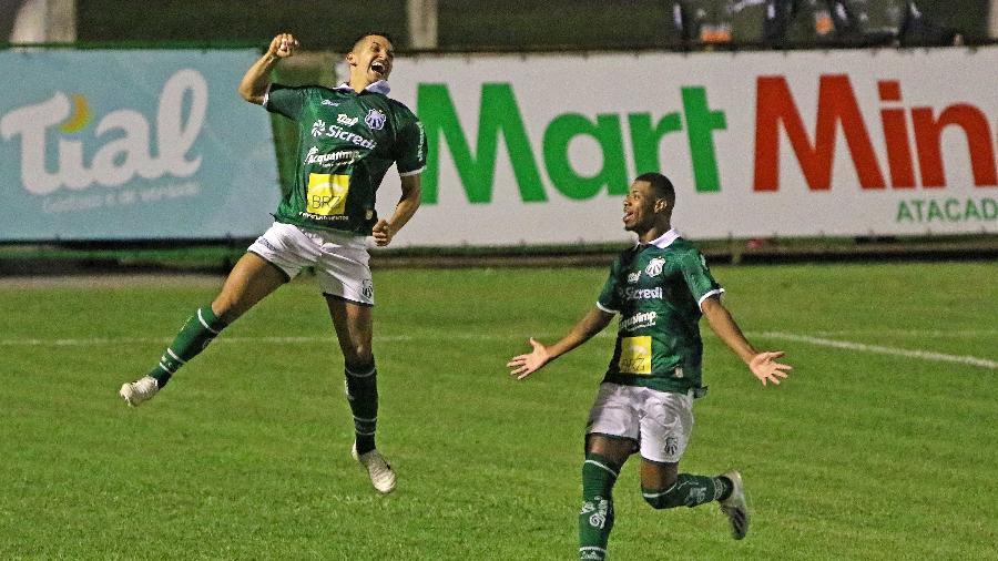 Rafael Verrone, da Caldense, comemora o primeiro gol da Veterana na vitória por 2 a 1 diante do Galo  - CÉLIO MESSIAS/UAI FOTO/ESTADÃO CONTEÚDO