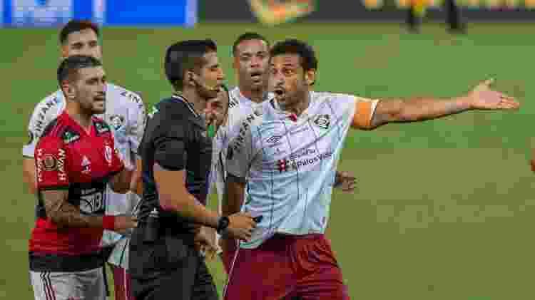 Fred reclama a marcação de um pênalti durante duelo entre Flamengo e Fluminense - Maga Jr./Estadão Conteúdo - Maga Jr./Estadão Conteúdo