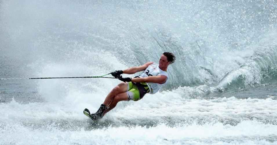 Nate Smith, dos Estados Unidos, durante a prova do slalom masculino do esqui aquático