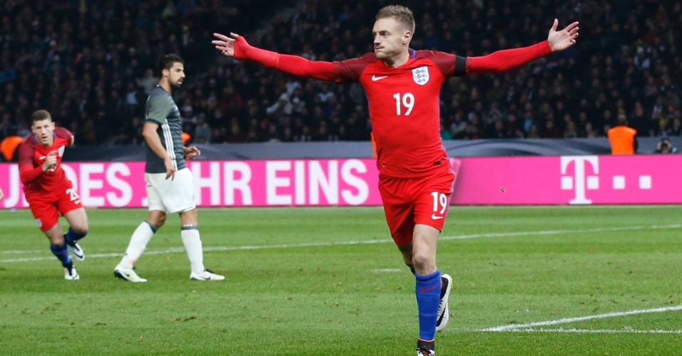 Jamie Vardy comemora gol marcado para a Inglaterra sobre a Alemanha