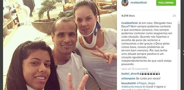 Rivaldo posou para foto com a mulher e a filha